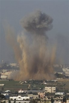 Israeli bombs hit Hamas missile launchers