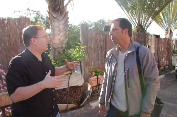 Chatting with Eeki Elner, founder of the Israel Leadership Institute in Sderot, who organized this relief project