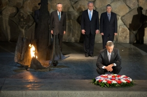 President Barack Obama pauses after adjusting a wreath placed in the Hall of Remembrance during his visit to the Yad Vashem Holocaust Museum in Jerusalem, March 22, 2013. Standing behind the President, from left, are: Rabbi Yisrael Meir Lau; Israeli President Shimon Peres; Israeli Prime Minster Benjamin Netanyahu; and Avner Shalev, Chairman of the Yad Vashem Directorate. (Official White House Photo by Chuck Kennedy)