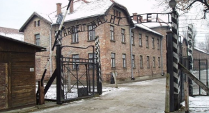 Main entrance to Auschwitz (photo credit: CC BY-SA Tulio Bertorini/Times of Israel.)