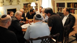 Prime Minister Benjamin Netanyahu consults with his advisers at Blair House in Washington, May 2011. Gil Shefer is at far left. Dore Gold is at far right. Ron Dermer sits, second from the right, with back to camera in short-sleeved shirt. Yaakov Amidror (bearded), Yitzhak Molcho (partially obscured by Netanyahu) and former cabinet secretary Zvi Hauser (black T-shirt, spectacles) are also at the table. (Photo credit: Avi Ohayon/Flash90/Times of Israel)
