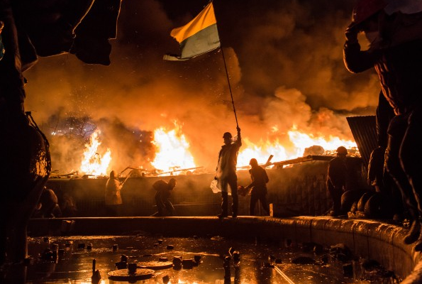Kiev is on fire as the battle between pro-Putin forces and anti-Putin    Ukraine Revolution Fire